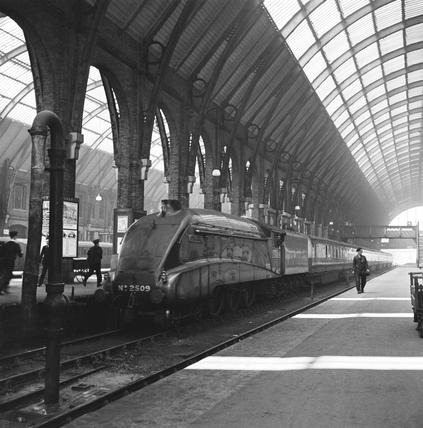 Silver Link at King's Cross station, 1938.