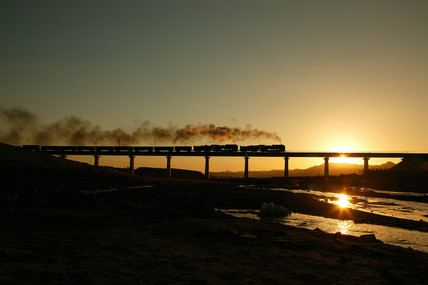 Reshui viaduct at sunrise, Jitong line, China, 2004