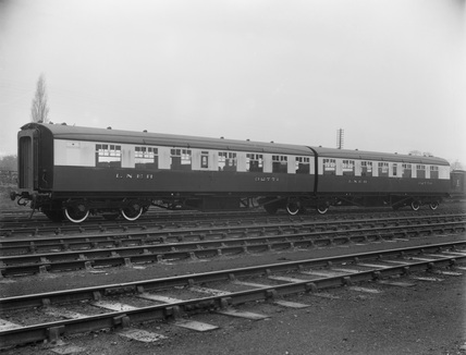 London & North Eeastern Railway. Third Class Twin Articulated Set No. 32770 and No.32771.