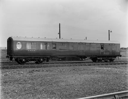 London & North Eeastern Railway. Third Class Corridor Brake No.152