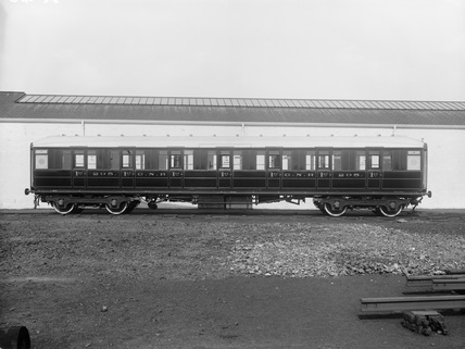 Great Northern Railway, No.295. First class corridor coach. Doncaster, England.