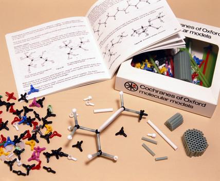 Minit molecular model kit, 1981.