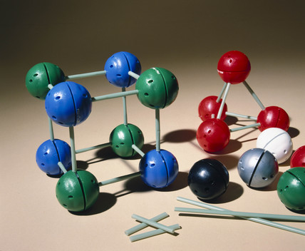 Unit molecular model kit (basic set), 1981.