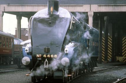 'Mallard' 4-6-2 steam locomotive, no 4468,