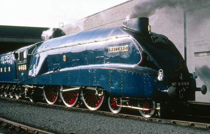 'Mallard' 4-6-2 steam locomotive, no 4468,