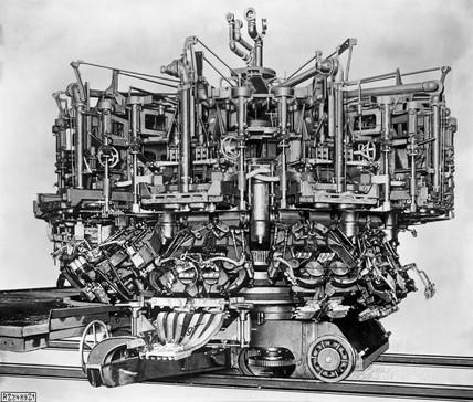 Owen's automatic bottle machine, 1907.