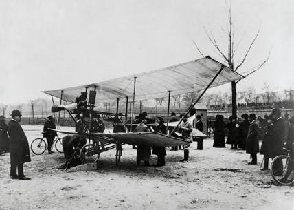 De Pischoff tractor biplane, Paris, France, 1907.