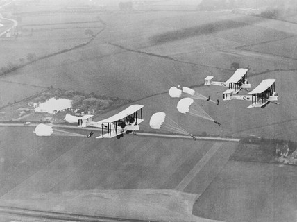 Vickers-Armstrong Vimy IV's dropping parach