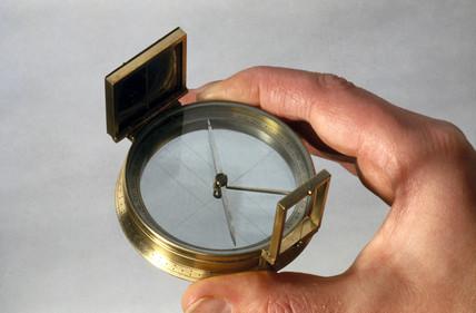 Hand bearing compas, 1801-1850.