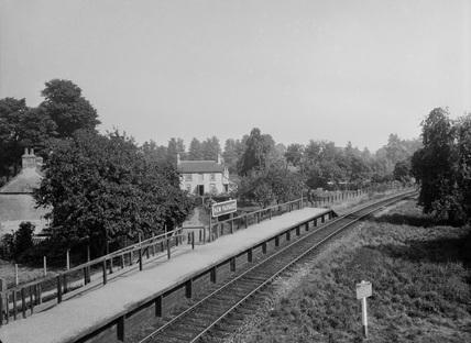 New Passage Halt, Great Western Railway. United Kingdom, 1930.