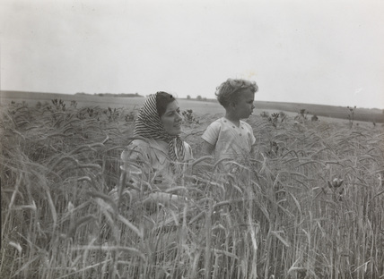 A woman and child in the oat fields at Gt.Chesterford, by Edward Malindine.