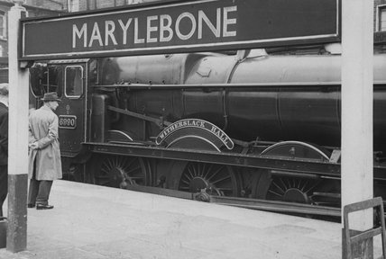 Great Western Railway (GWR) Hall class locomotive no. 6990 'Witherslack Hall' at Marylebone, 22nd June 1948.  (CCB Herbert, R_30/B2).