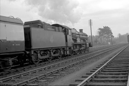 Castle class 4-6-0 locomotive no. 5015.