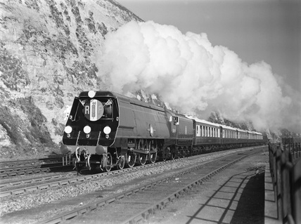 Southern Railway (SR) MN Pacific no.35019 'French Lines' at Dover. (P. Ransome Wallis, PRW_3409)