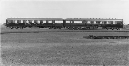 Great Northern Railway 1st and 3rd class dining cars, 1906.