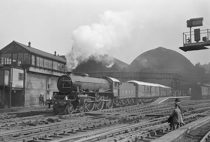 Class B17 4-6-0 locomotive no. 1671 ' Royal Sovereign'