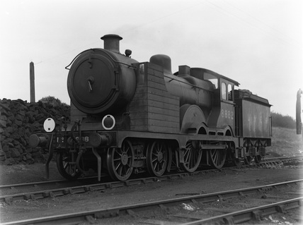 London & North Eastern Railway 4-4-0 class D15 locomotive no. 8882 with indicator shelter. Southend c1933.