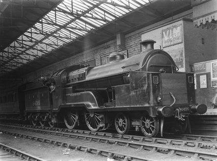 London & North Eastern Railway 4-4-0 class D10 locomotive no. 5435