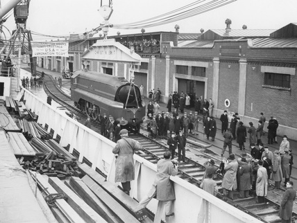 LMS 'Coronation' being loaded for visit to America