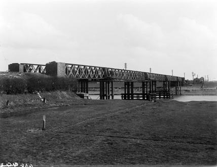 Lynn South Viaduct, near view. 8 April, 1897 (Derby, DY_638)