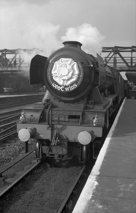 Wool Wins' headboard on A3 locomotive. (Doncaster, DON_62_101)