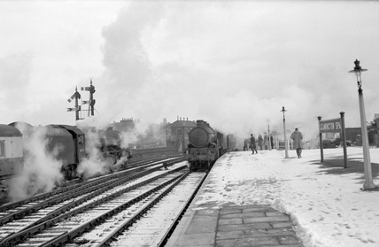Locomotive nos. 46207 and 5033 at Leamington 11 February, 1956. (TE Williams, TEW_4469)