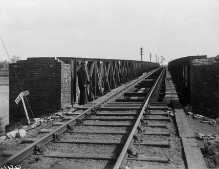 Lynn South Viaduct, showing railroad with figures. 8 April, 1897 (Derby, DY_639)