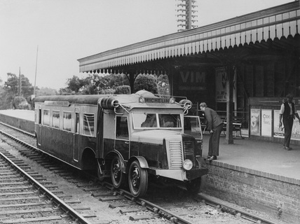 Michelin diesel railcar at Ascot, 1932