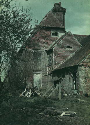 Old Sussex, (Comphurst Farm, Herstmonceux, 1913).