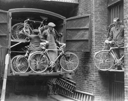 London Midland & Scottish removal men, c.1933.