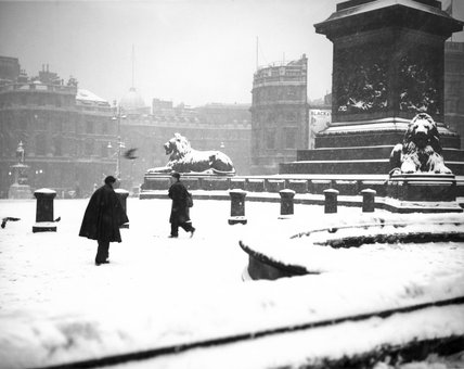 Snowy Trafalgar Square, London, 21 December 1938.
