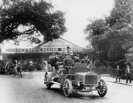 Tourists at Windermere station, 1909.