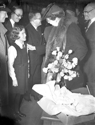 Mrs Roosevelt entertained to luncheon by the London County Council - 27-October-1942