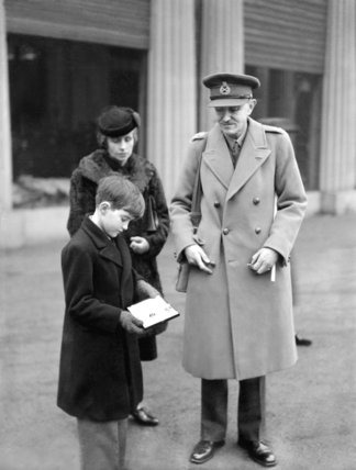 Major General Naylor who received the CBE from the King - 1941