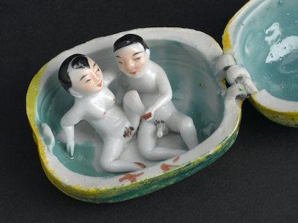 Oriental porcelain melon. Rient, 20th century.