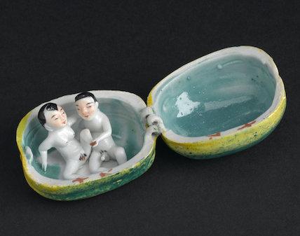 Oriental porcelain melon. Orient, 20th century.