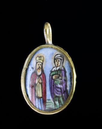 Ceramic pendant, Russia, 1914-18.