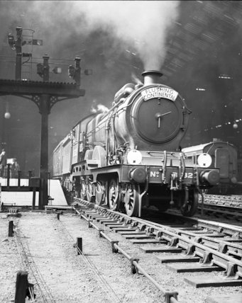 Hook of Holland boat train - departing Liverpool Street Station - 1935