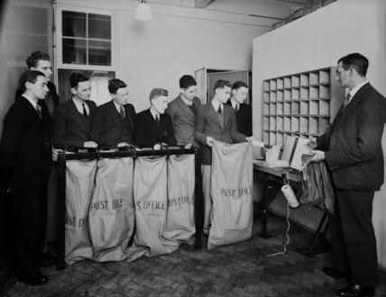 London Postal Service Postal School   - 1935