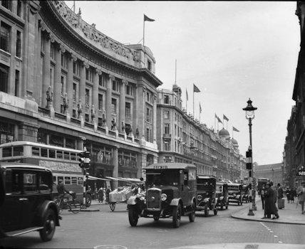 Mail van in Regent Street, London - 1935