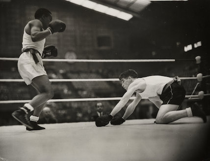 E Delannoitt down on his knees..., 1948