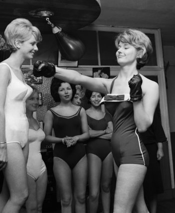 Glamourous punch - 1962