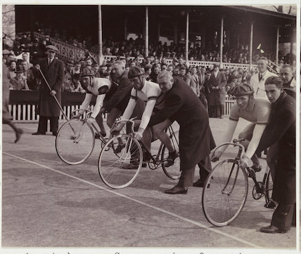 Start of cycle race, 1937