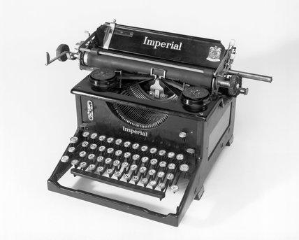 Imperial standard manual no.50 typewriter c.1946.