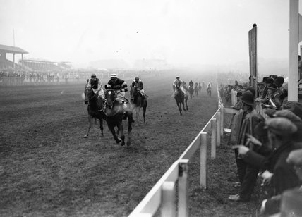Finish of the Great Metropolitan Stakes race, Epsom, 20 April 1931.