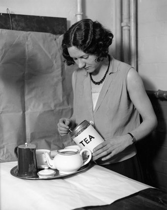 Making tea, 24 April 1931.