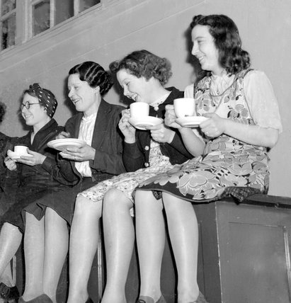 A break for tea at the Westminster Technical School - 8-April-1941