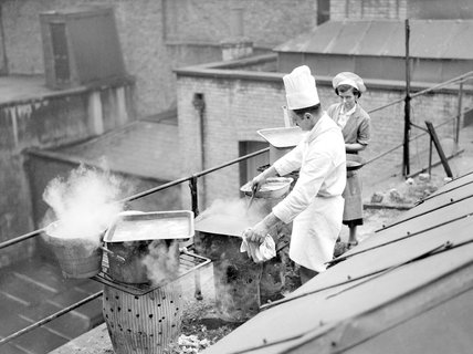 Field kitchen on a London roof top - 3-October-1940