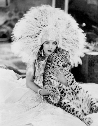 Bebe Daniels, the film star, and her pet leopard. Neither seems to fear the other. - 1928