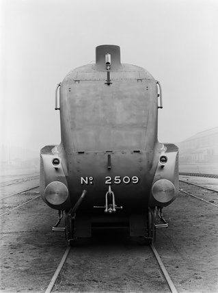 A4 Locomotive No 2509. Front View..